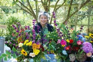 Bitty arranges the Friendship Bouquet